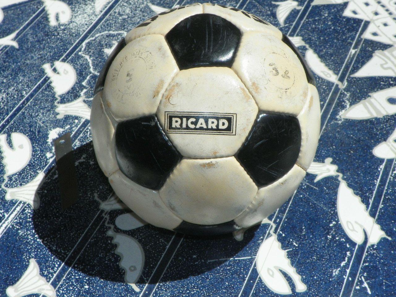 Ancien ballon de foot