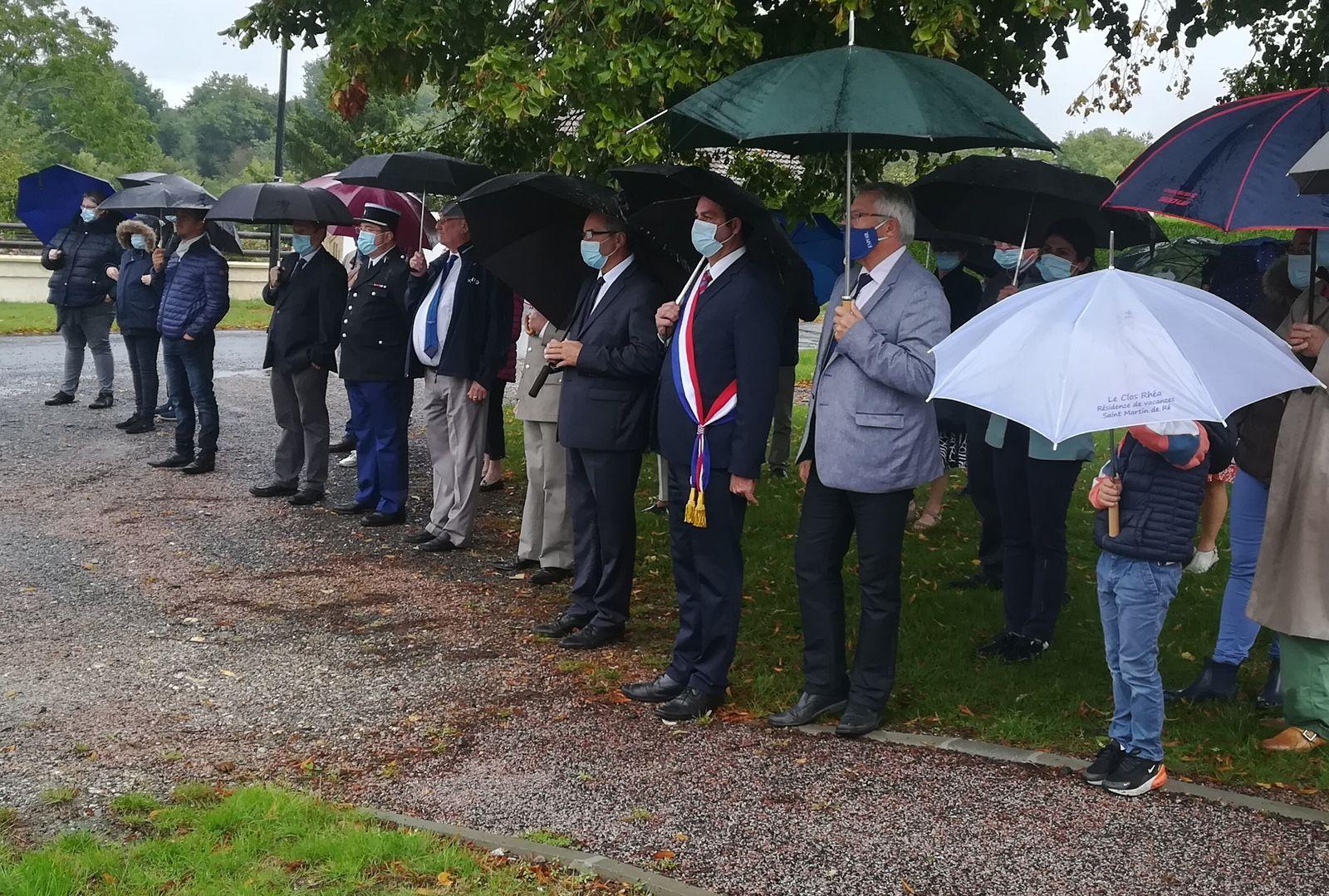 Photos de la cérémonie et du campement militaire.