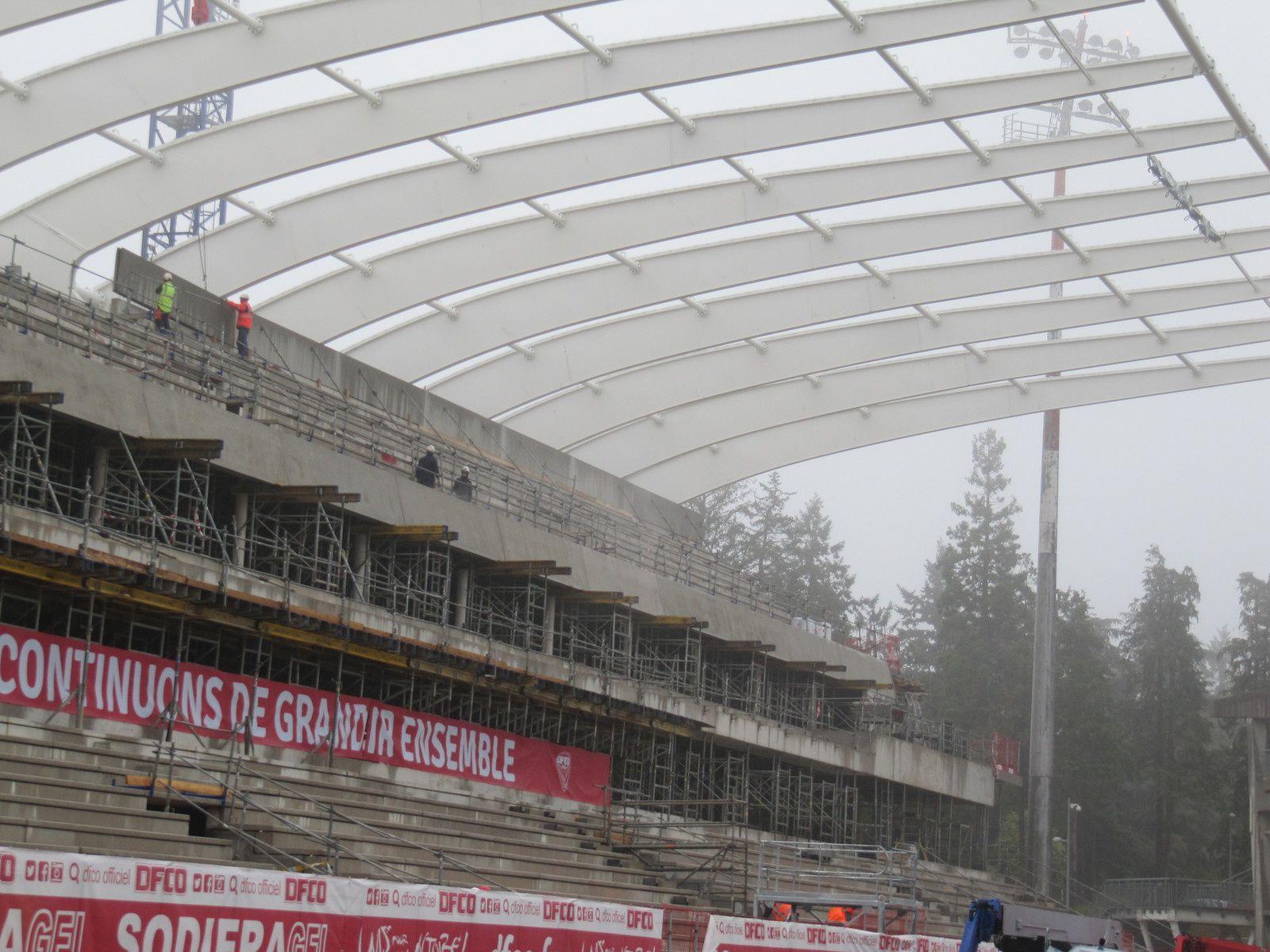 Coulisses du bâtiment au stade Gaston Gérard