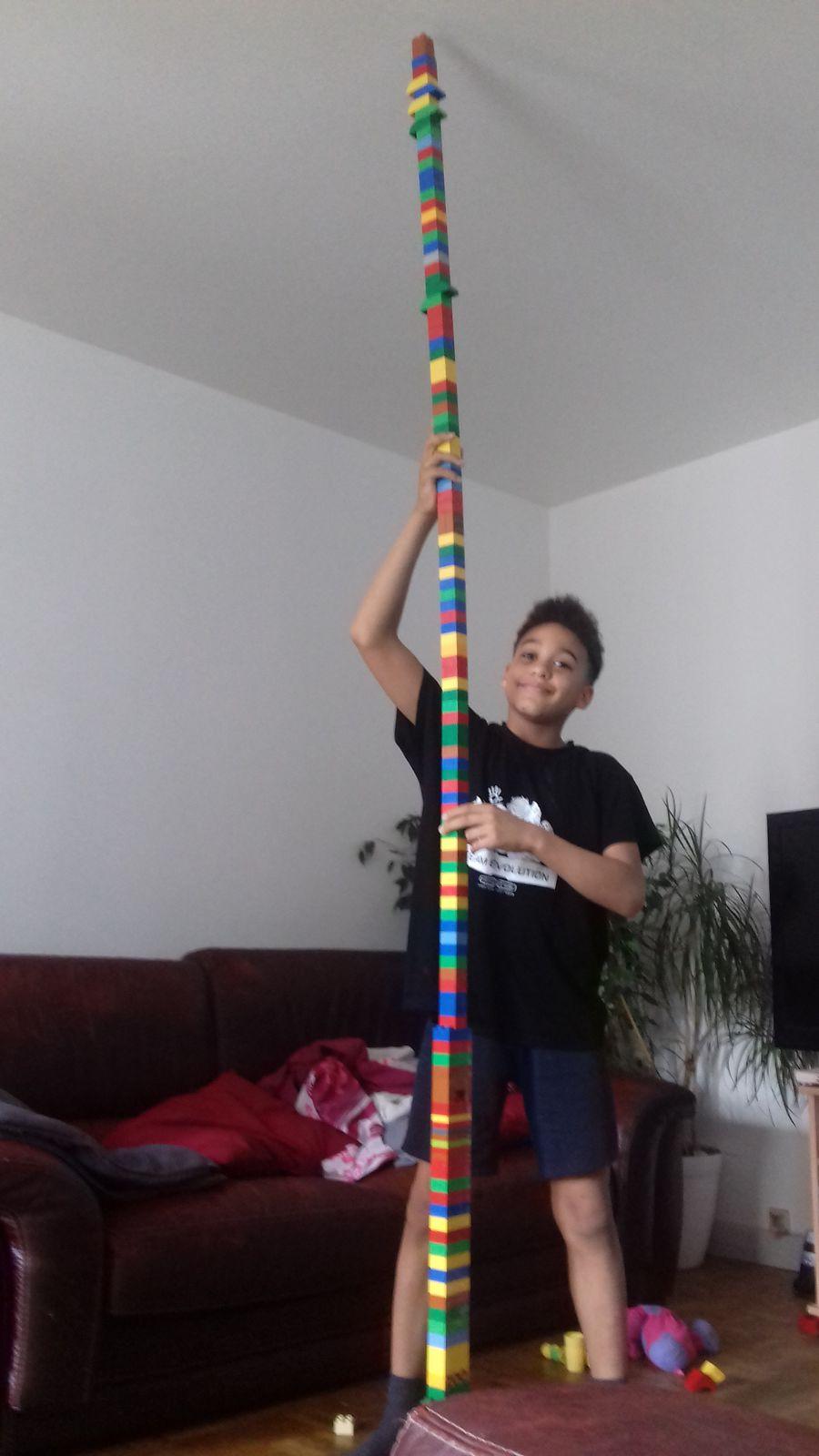 Elle va du sol au plafond avec une hauteur de 2,50m !!! Bravo Yoan !!!