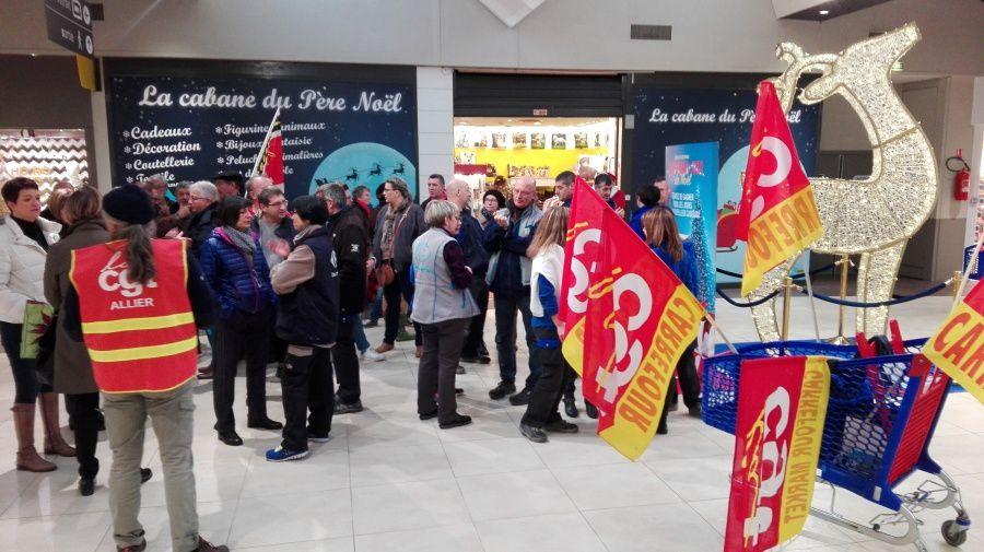 Rassemblement devant l'enseigne Carrefour à l'appel de la CGT