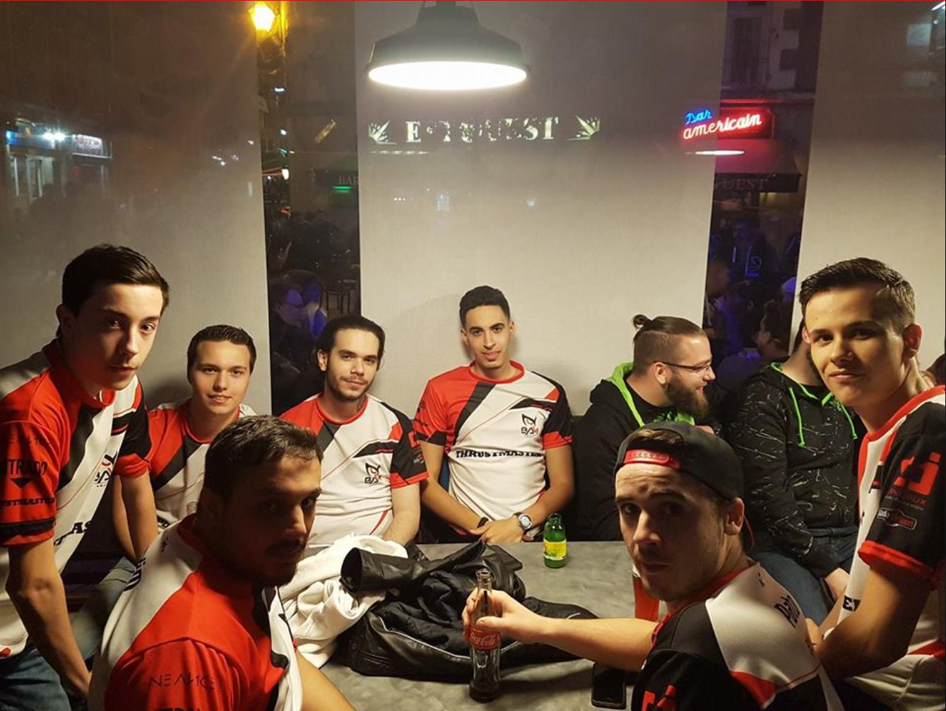 Quelques photos des joueurs et staff de la team BAm e-Sport (merci aux différentes personnes qui ont partagé les photos, j'en ai récupéré quelques unes sur le site officiel et les deux dernières étaient prise par moi-même à la dernière Paris Games Week)