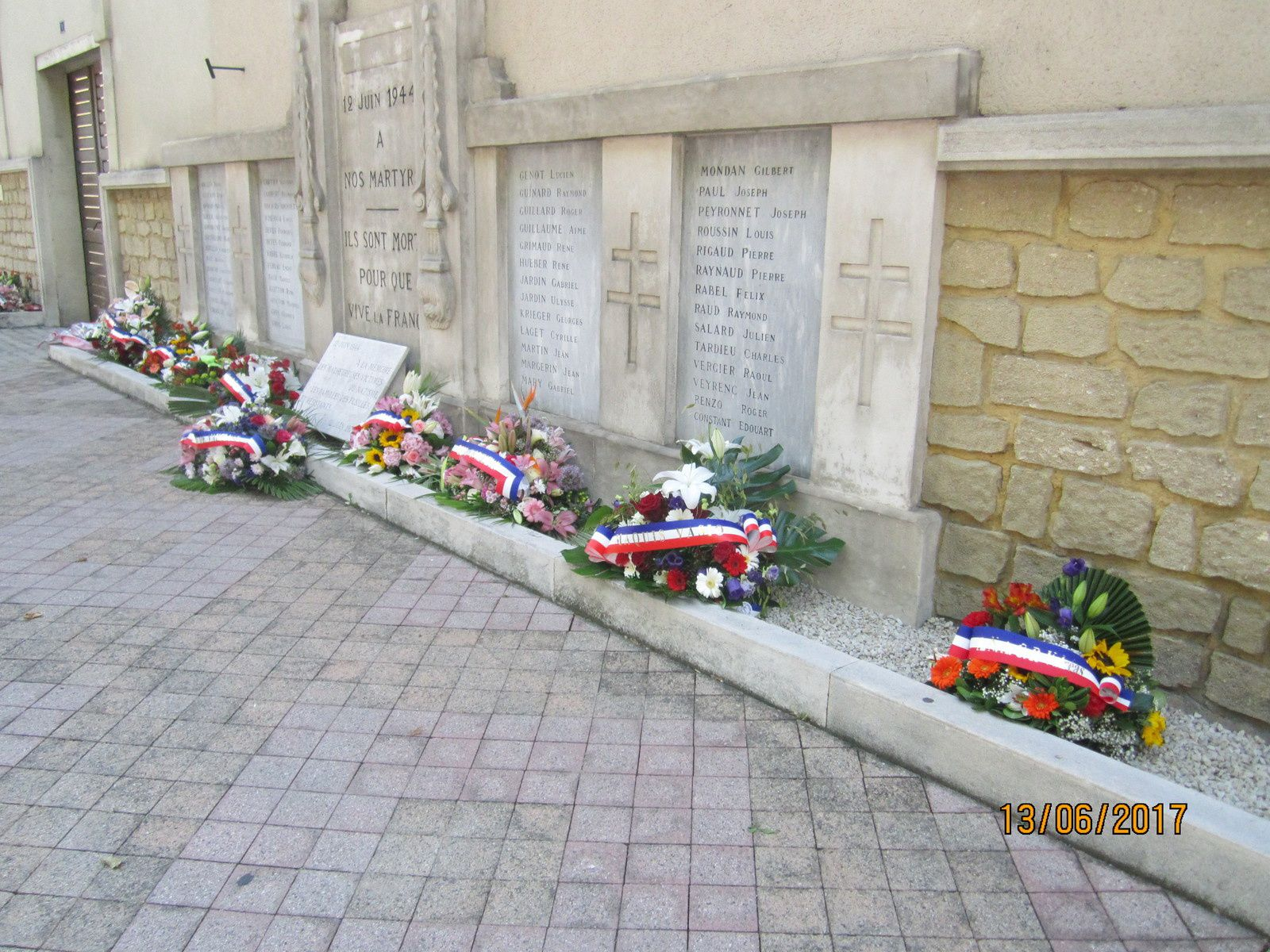 Hommage aux 53 fusillés de Valréas le 12 juin 1944