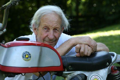 Photo : Jean-Marc Navarro - Claude Peugeot été un grand pilote, il manquera à beaucoup de nos amis...