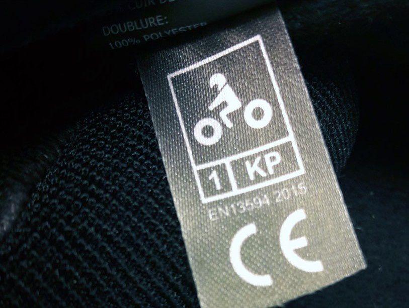 Les gants doivent avoir une réglementation conforme et en vigueur en France avec une protection garanti pour les usagers 2RM.