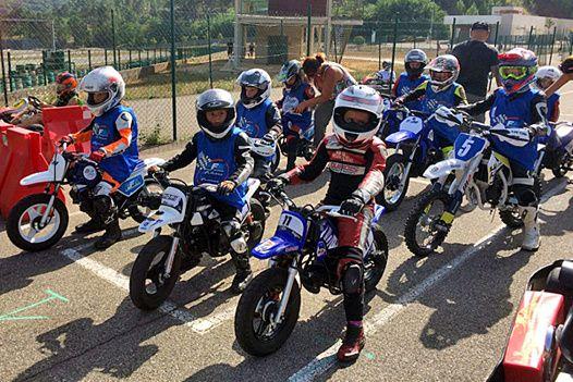 Photo FFM - Une belle initiative de la part des équipes de la FFM toujours aussi à même avec les jeunes pilotes en moto.