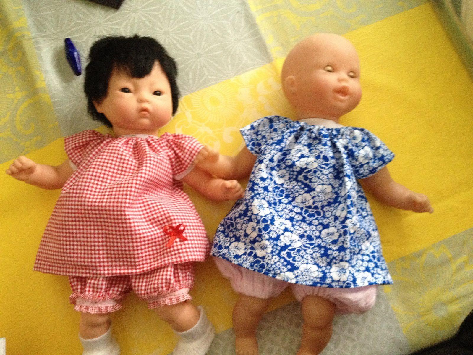 avec son amie  asiatique , elles sont jolies  et un joli pull, merci pour la laine , jolie couleur