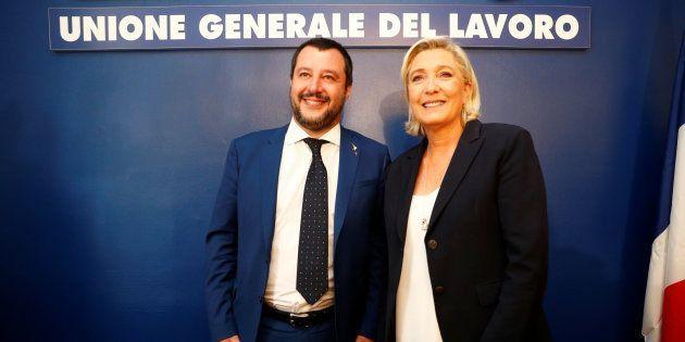 Matteo Salvini et Marine Le Pen au siège de l'UGL, à Rome, le 8 octobre 2018