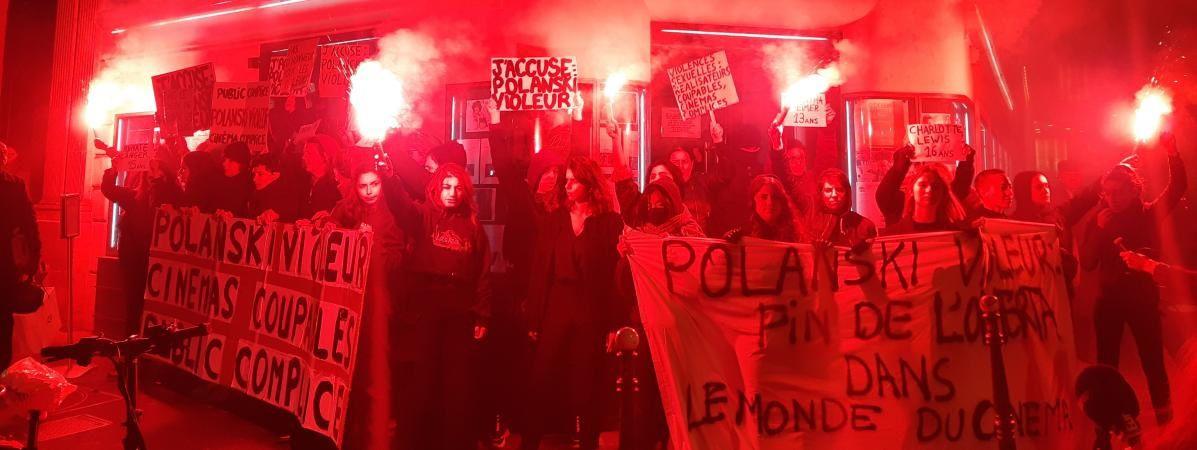 Des féministes manifestent devant le cinéma Le Champo, le 12 novembre à Paris