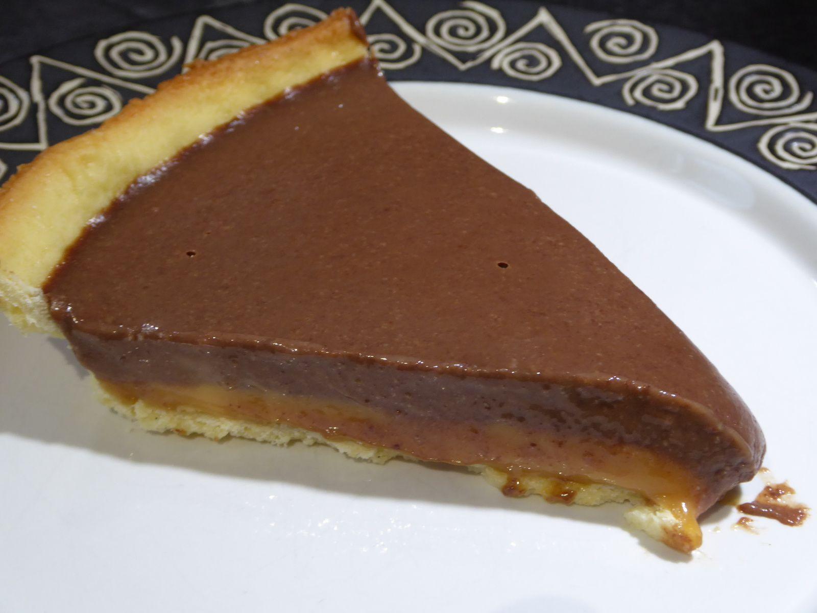 Tarte caramel crémeux et chocolat