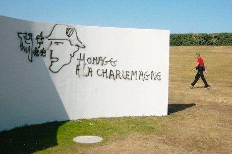 En France, 2011, tags nazis sur une exposition d'art contemporain