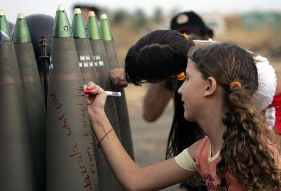"""Le message inscrit sur les bombes est """"From Israël with love"""" (depuis Israël avec amour)"""