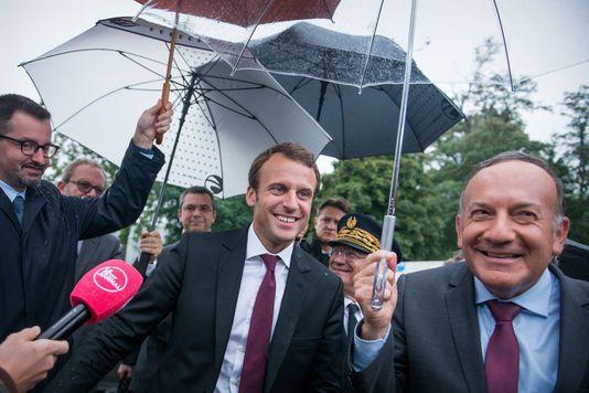 Macron l'outsider de droite dans les sondages