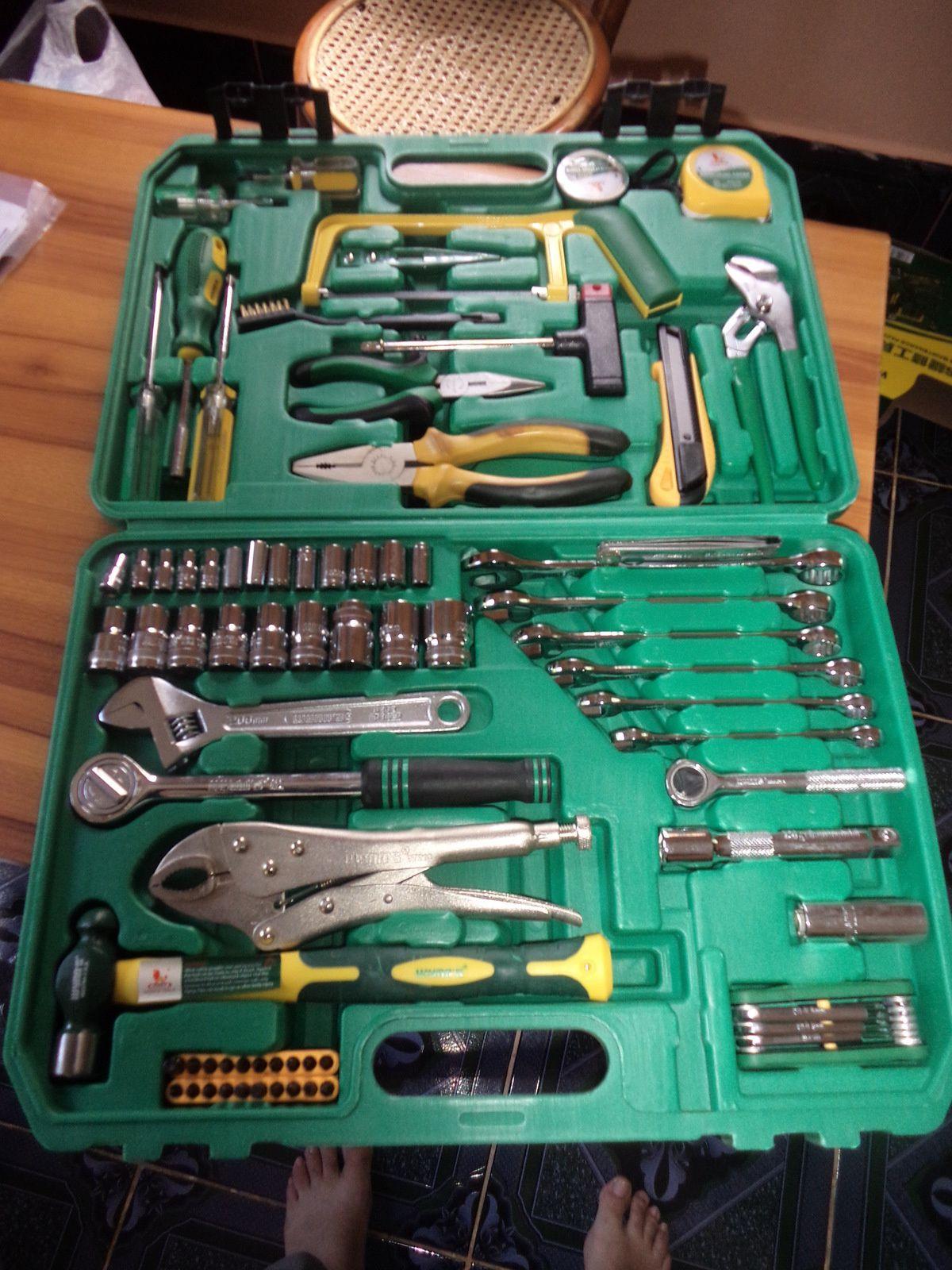 cette caisse à outils viendra compléter le matériel nécessaire au bon entretien de l'orphelinat