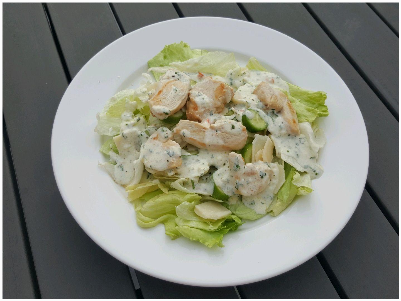 Salade verte au poulet sauce au yaourt