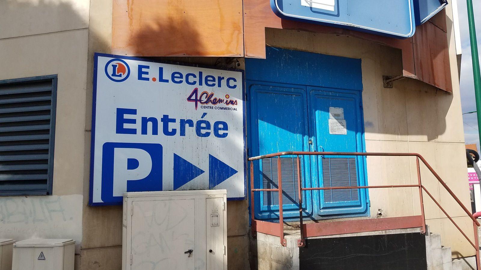 Expulsion d'une famille Colombienne d'un pavillon pour installer le Leclerc temporaire