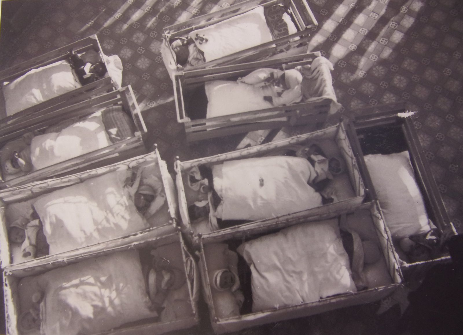 Photos d'archive, exposition permanente de la maternité suisse d'Elne