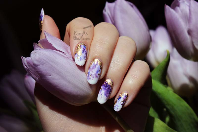 Dress your nails to impress with this marbled amethyst nail art with gold flakes!