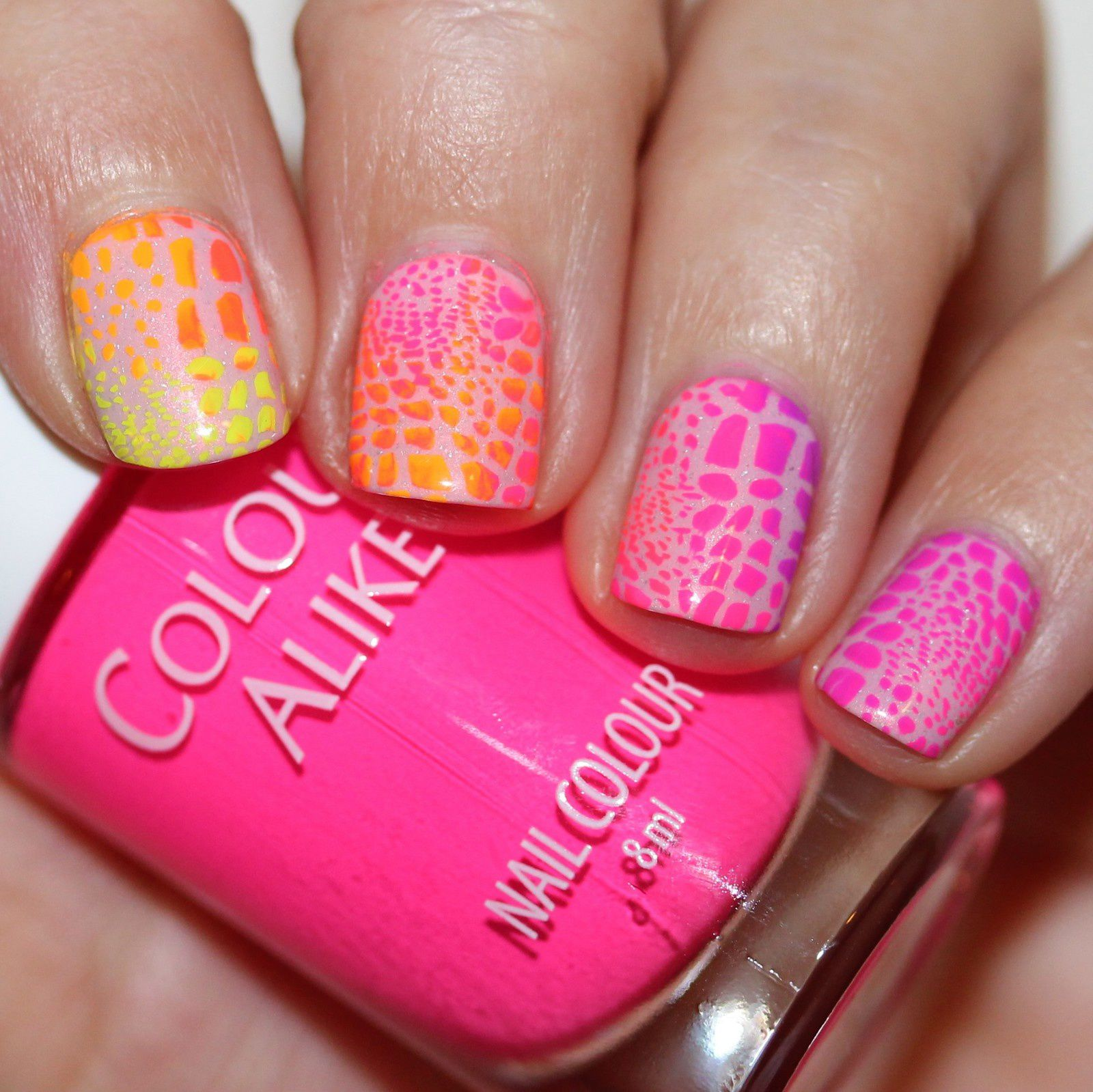 Essie Protein Base Coat / Potion Polish Afterglow / Poshe Top Coat / Moyou London Pro Collection XL 05 plate and Color Alike Neon Power collection / Konad Top Coat
