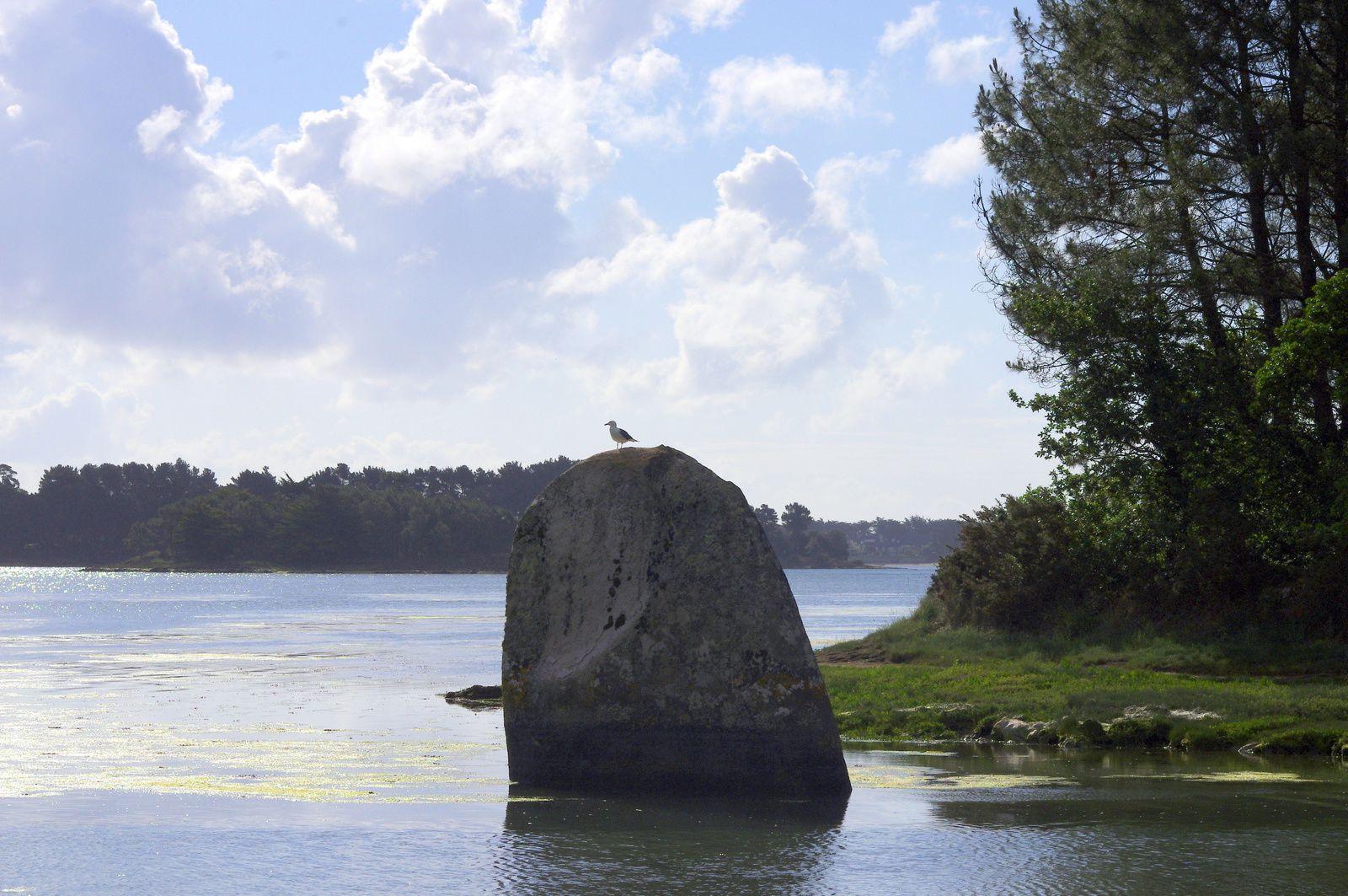 LOCTUDY - Menhir de PENGLAOUIC - accès