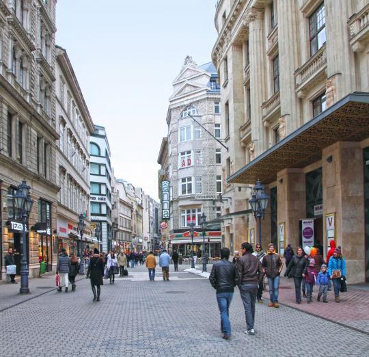 Dans une rue de Budapest