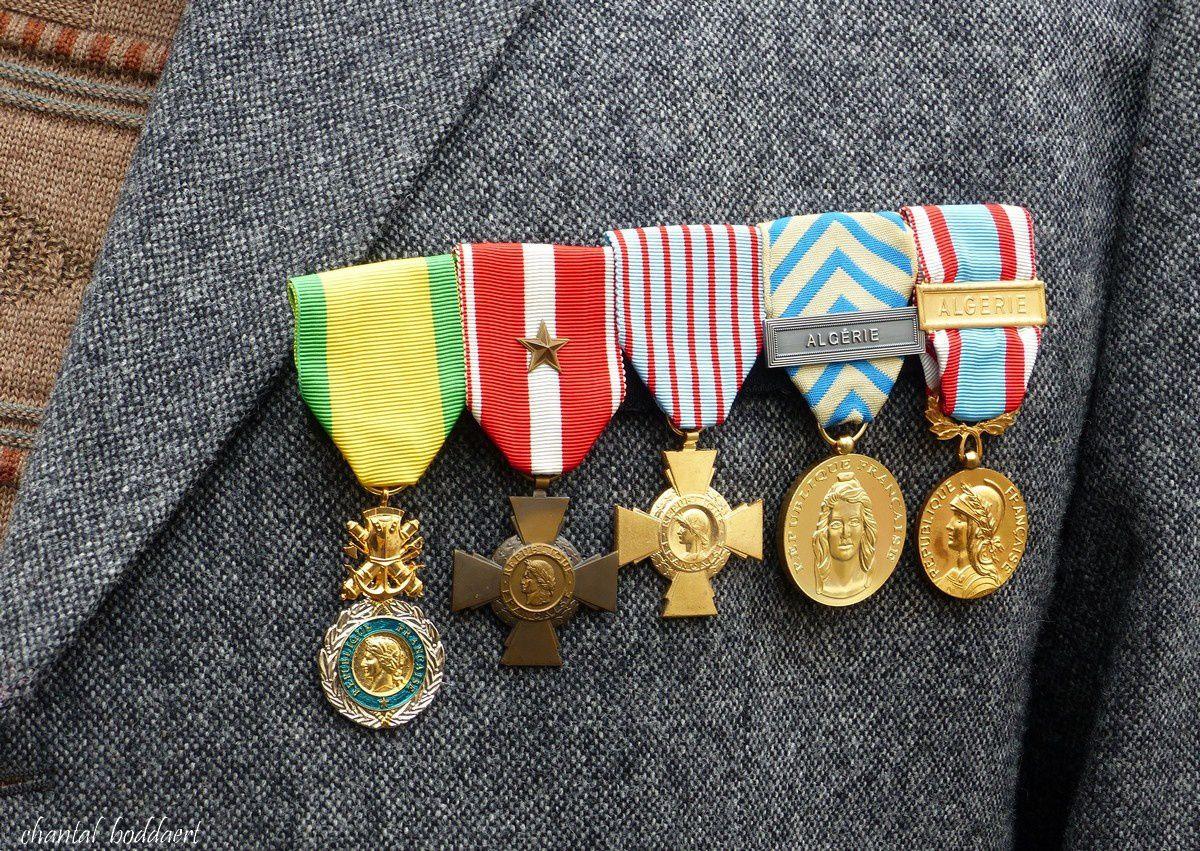 De bien jolies médailles sur le veste de Monsieur VIALARET