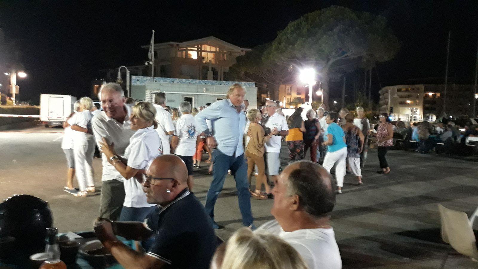 La Danse avec l'Orchestre des Iles.