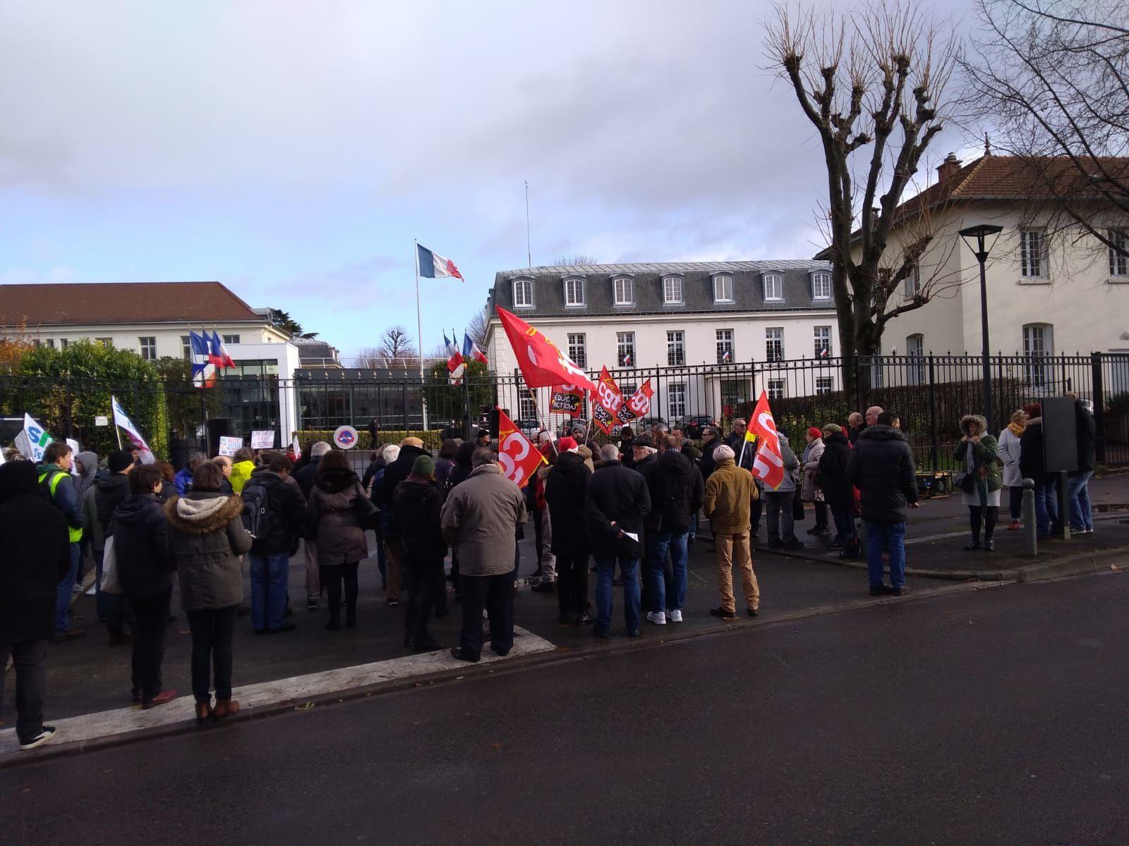 Echos des AG du 9 décembre dans le Val d'Oise - Appels de Cergy, Argenteuil - photos du rassemblement du midi à Argenteuil