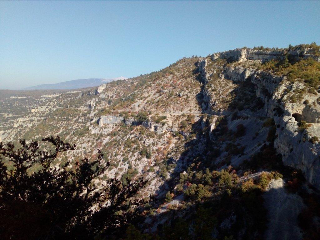 1- le rocher de Cire. 2- Dernier Tunnel. 3- Une petite partie des Gorges et en arrière plan le toit de la Provence !