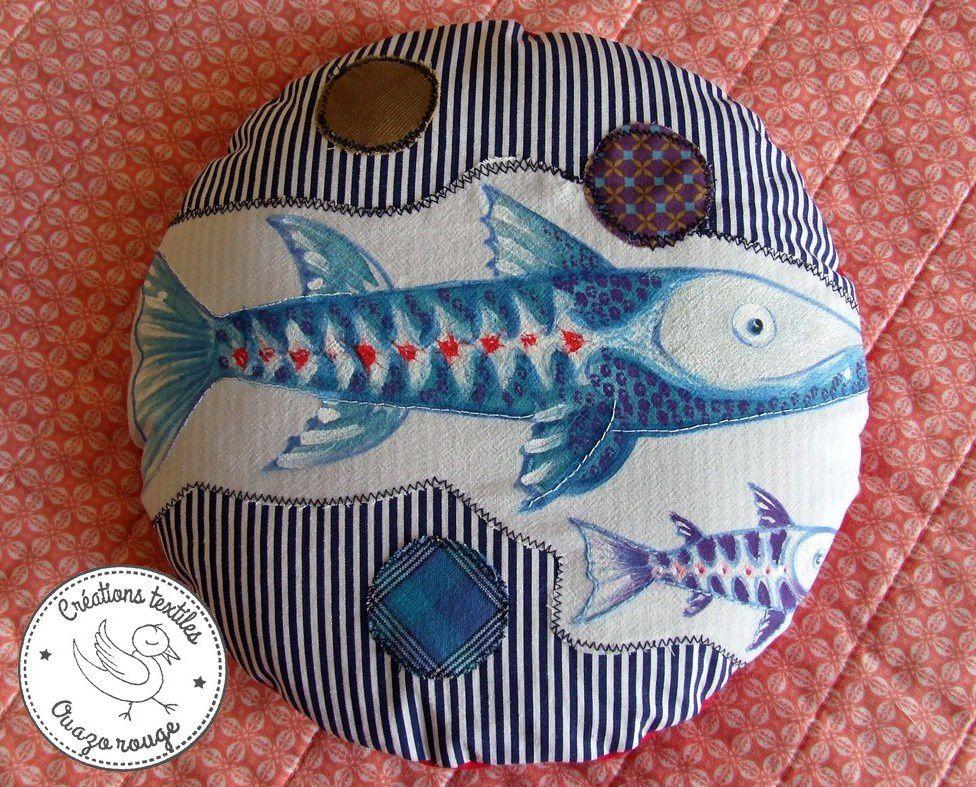 Coussin rond et poissons