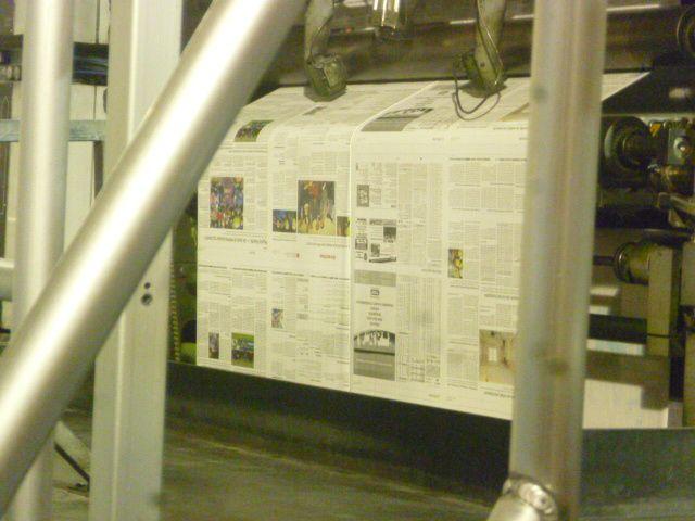 Le journal est imprimé, puis découpé et plié automatiquement