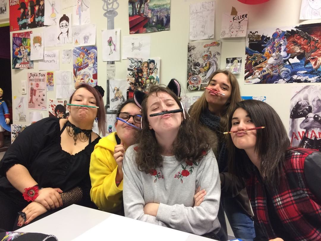 Le groupe des moustache's girls !