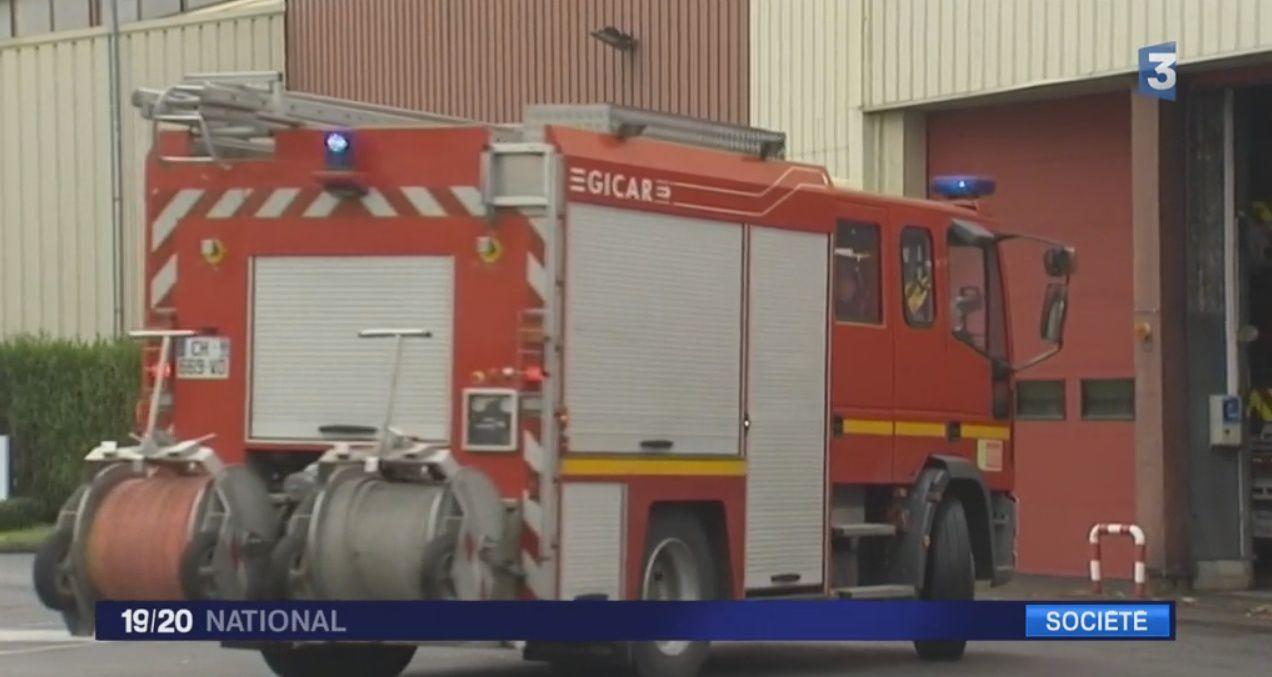 Oise, des pompiers qui intervenaient sur un incendie ont été pris pour cible par une vingtaine de personnes.