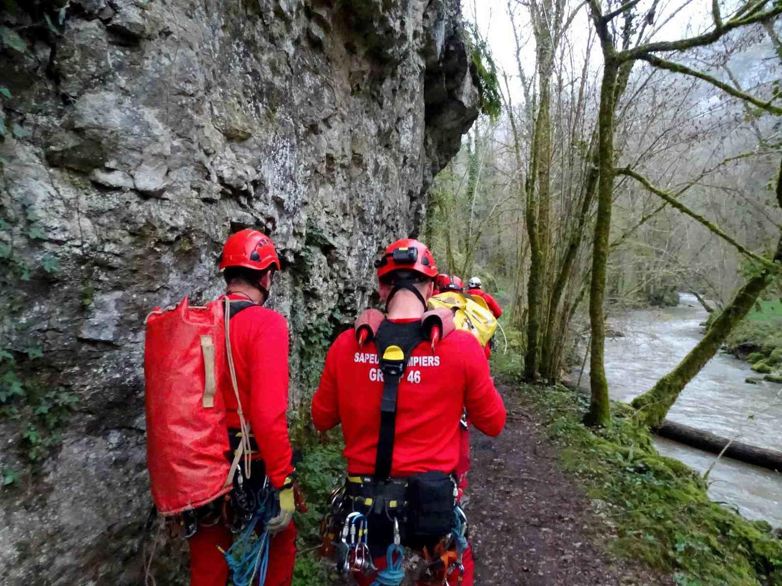 Pompiers du Lot - Sauvetage d'une randonneuse à Rocamadour