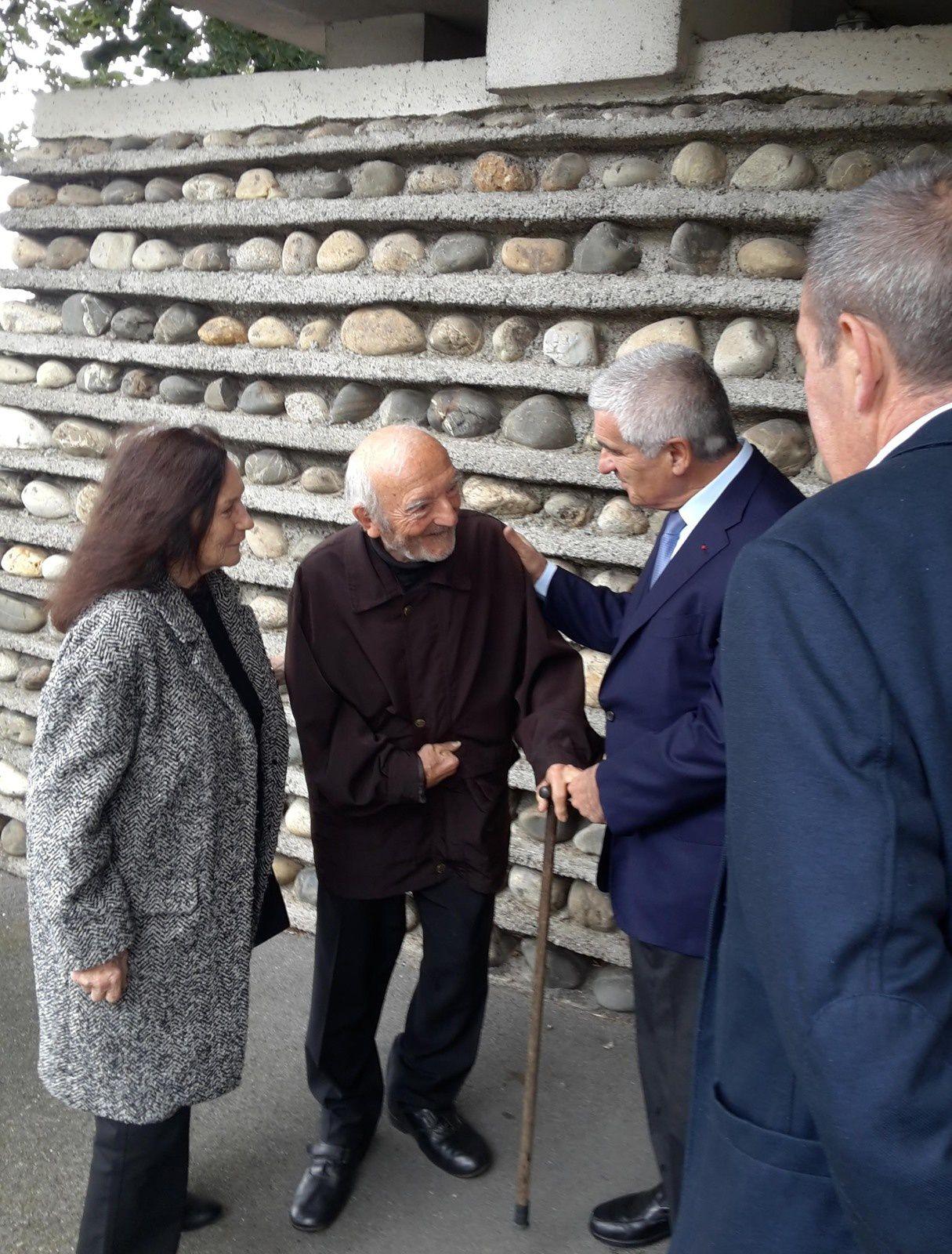 Jocelyn Lermé, Président de Parcours d'architecture, aux côtés d'Edmond et Claudine Lay et de Gérard Trémège, maire de Tarbes