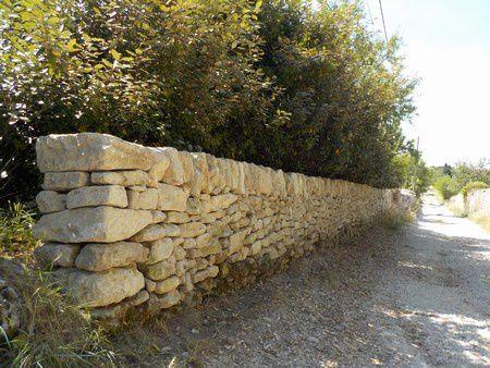Restauration de murs de clôture à Taulignan (Drôme)