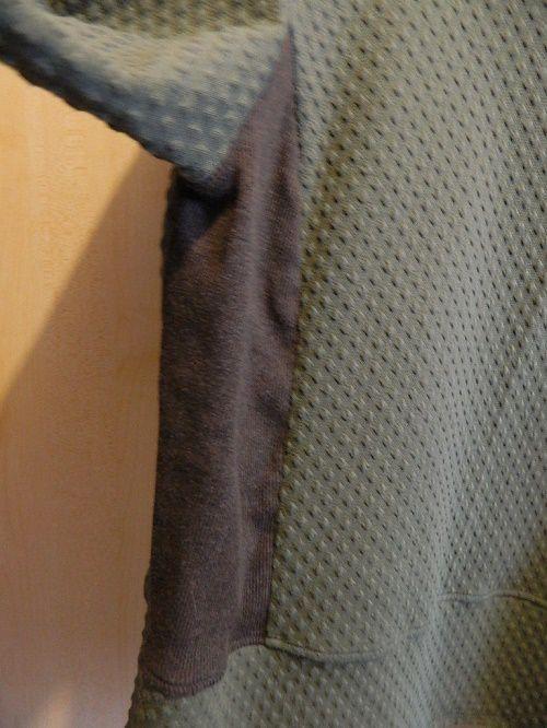 détail des côtés et des bandes de manches ....