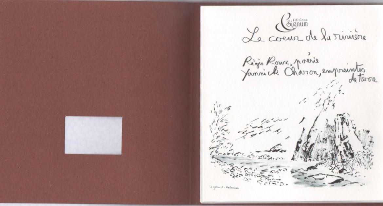 """Version carnet  de """" Le coeur de la rivière"""",  ( poèmes de Régis Roux, encres et empreintes de terre de eYannick Charon), ed Signum, 2017."""
