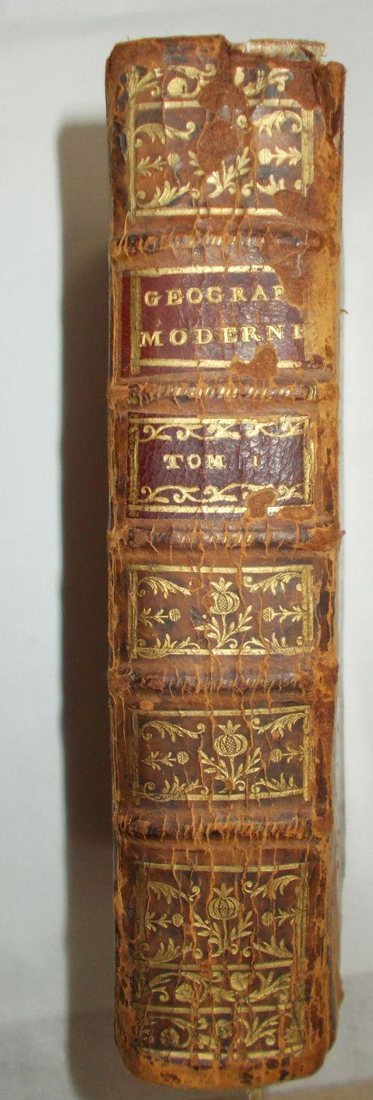 """"""" Géographie moderne"""" de l'abbé Nicolle de la Croix. Edition de 1766. Photos de Régis Roux."""