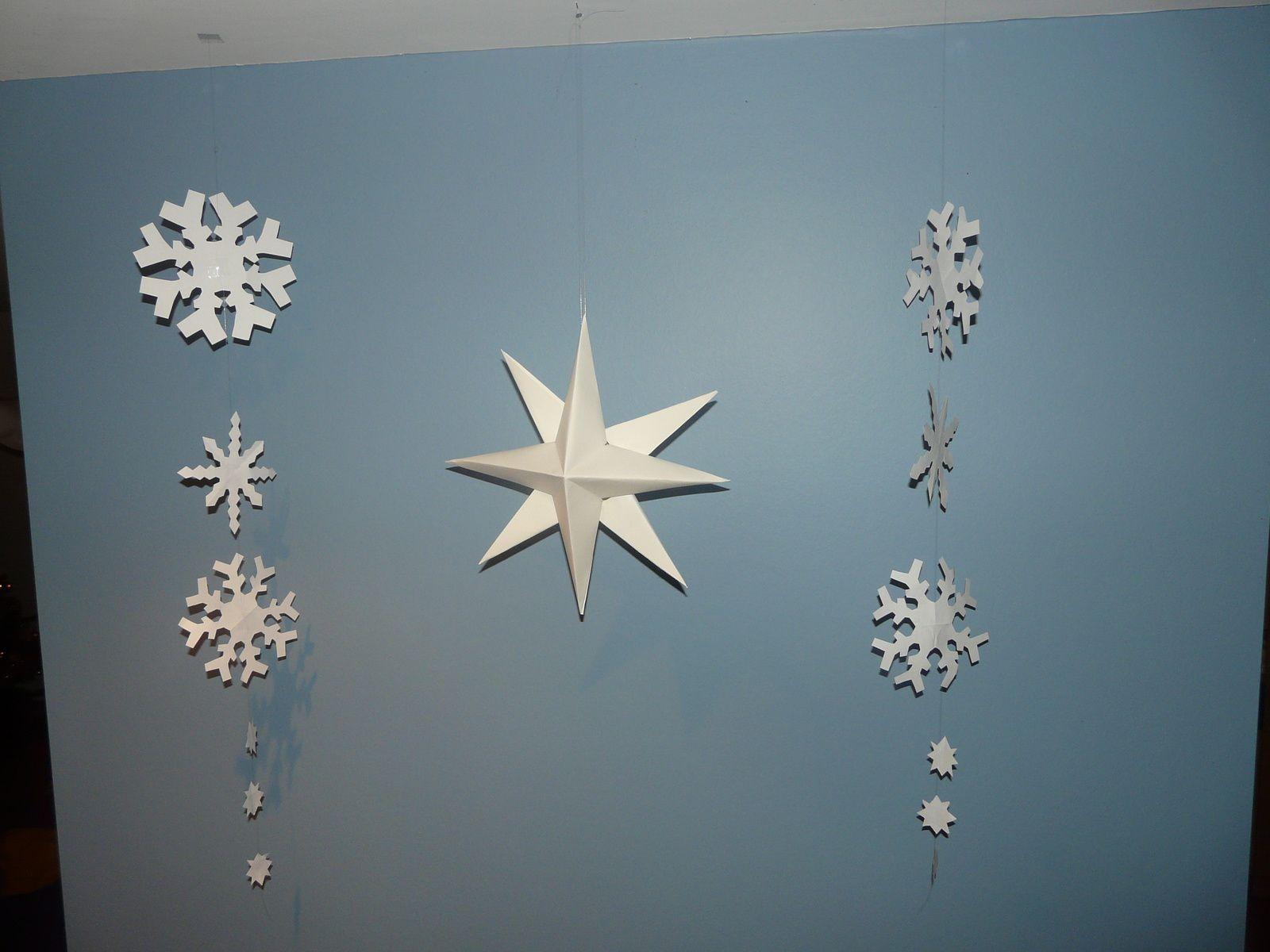 De jolies étoiles faites par mes élèves de CM2 (papier canson... 2 couleurs)