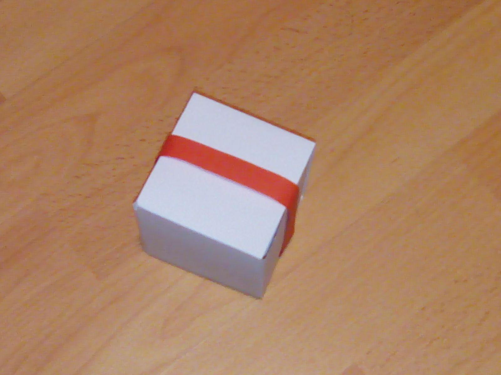 Bricolage de Noël : boite cadeau pour mettre des chocolats