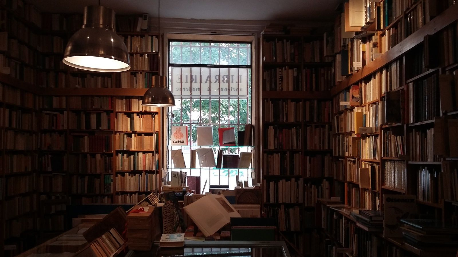 Librairie spécialisée dans les livres anciens...