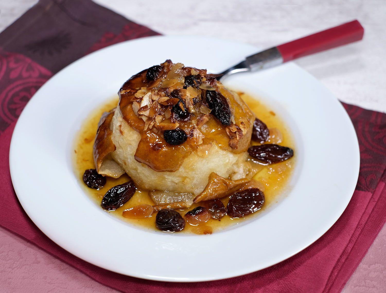 Pommes au four farcies aux fruits moelleux et à la confiture d'abricots