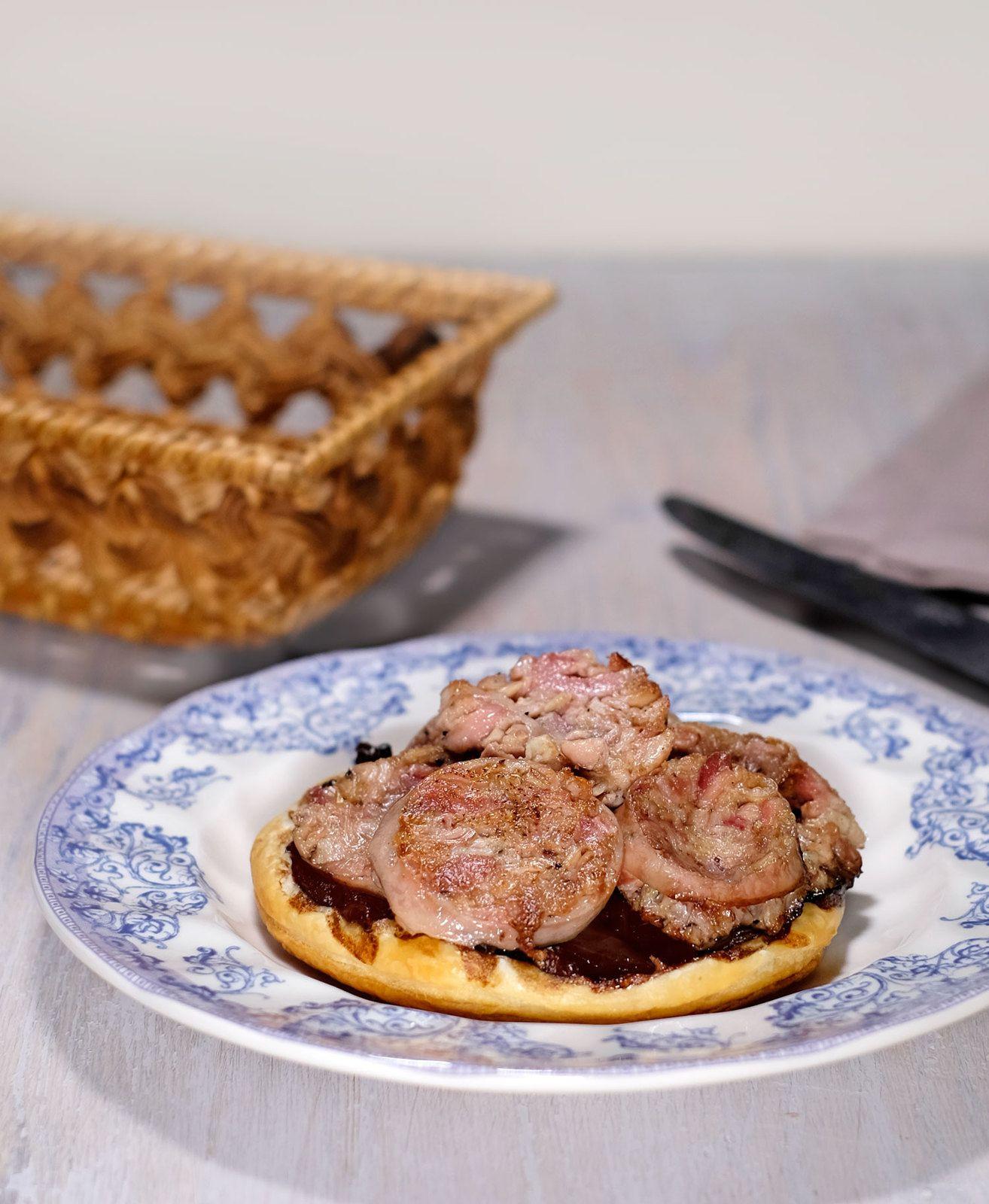 Tartelette canaille à l'andouillette au confit d'oignon et balsamique