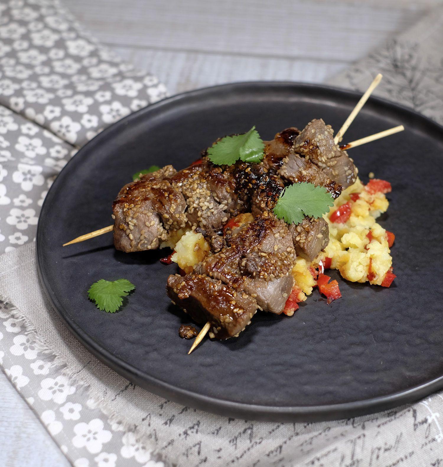 Brochettes de boeuf au miel, sésame et à la coriandre (plancha ou barbecue)