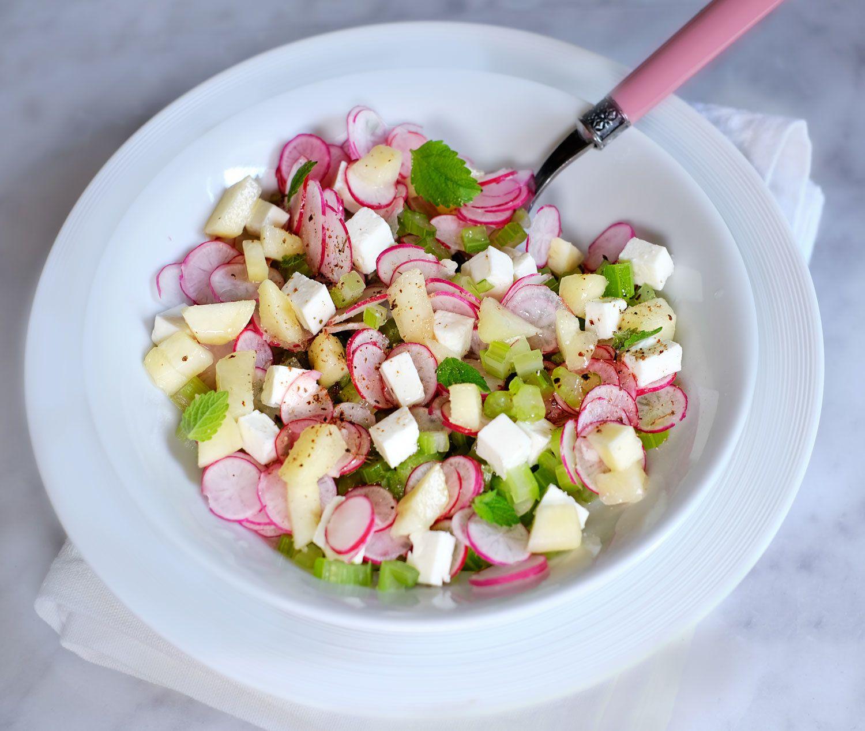 Salade radis, céleri, pêches et féta