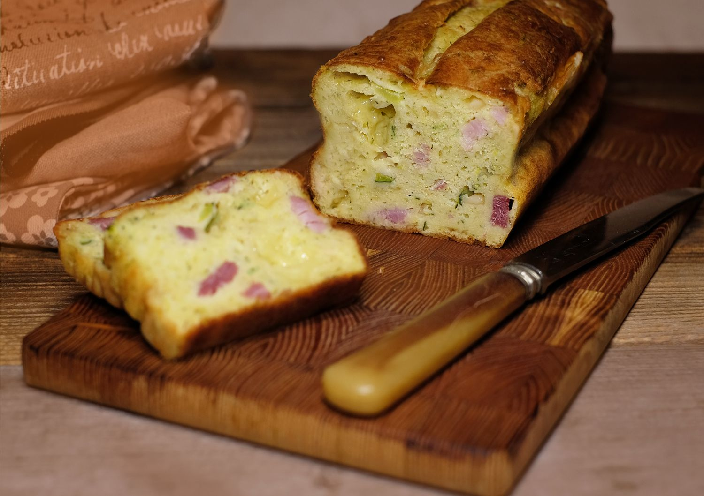 Cake à la pulpe de courgette, tomme de Savoie et jambon