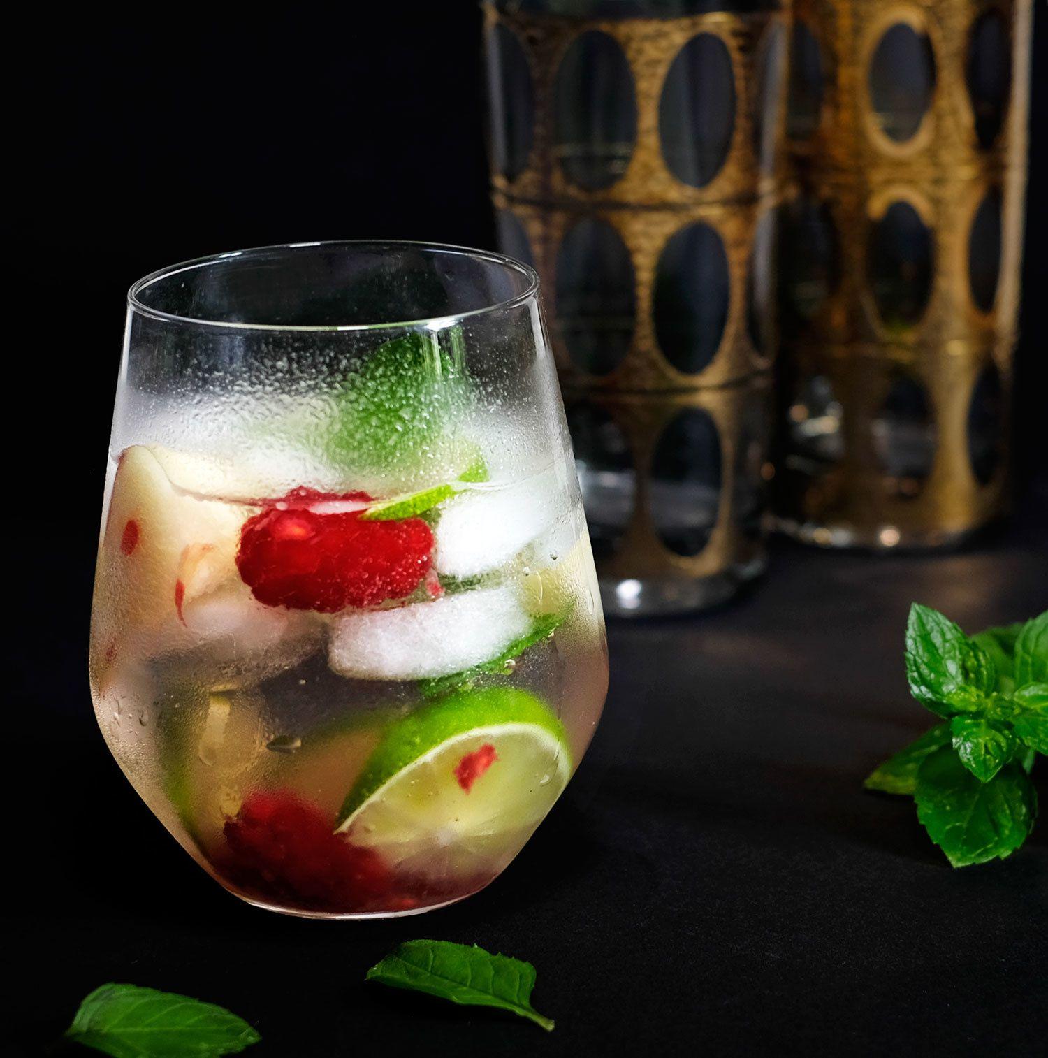 Cocktail au sureau-gin-menthe et citron vert