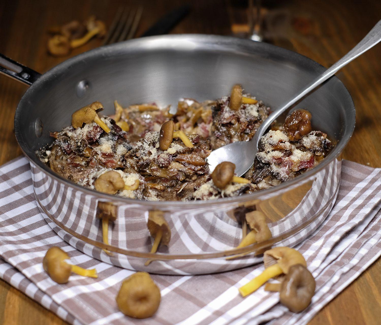 Champignons farcis aux girolles grises, coppa et parmesan