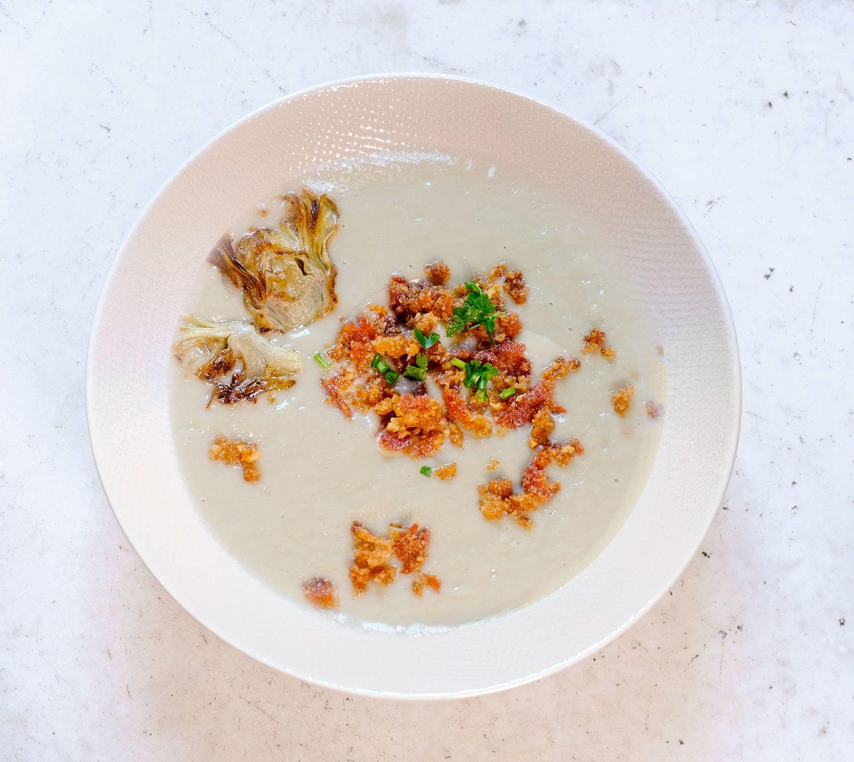 Soupe d'artichauts à la chapelure croustillante (mollicata) de spianata  (genre de chorizo calabrais)